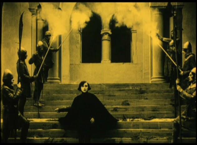 Asta Nielsen - Hamlet (1921) cape